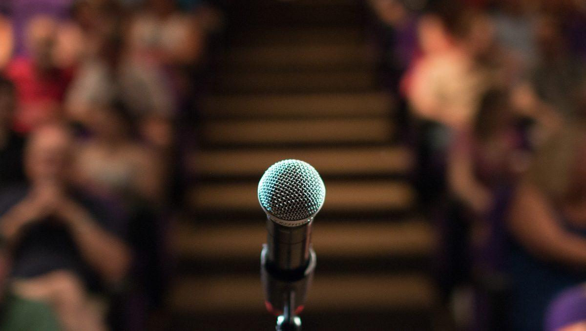 microfone em palco